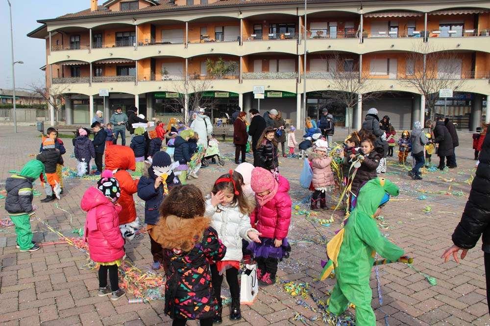 Carnevale in piazza - Scuola Materna Peschiera Borromeo