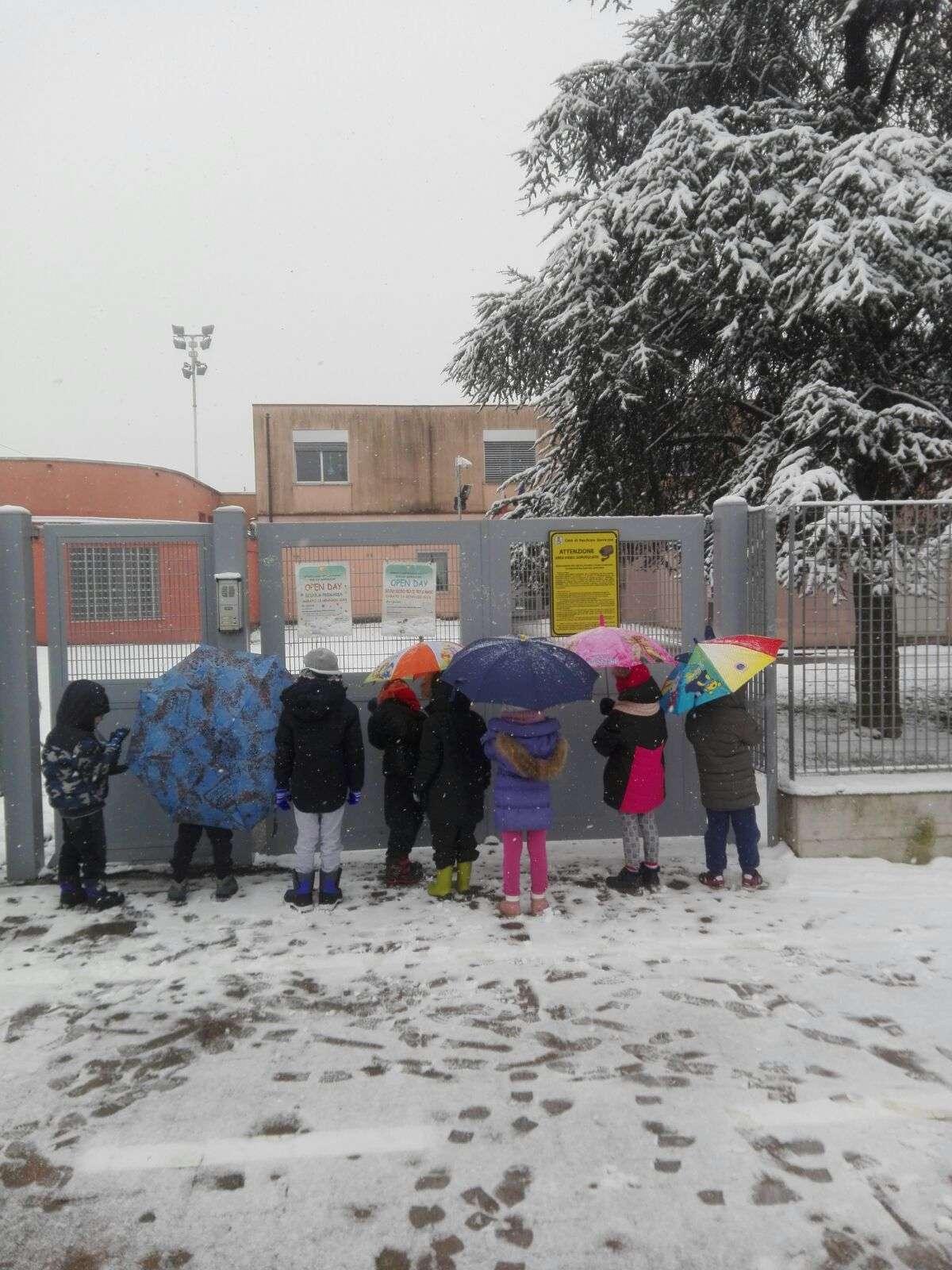 La neve non ci ferma - Scuola Materna Peschiera Borromeo