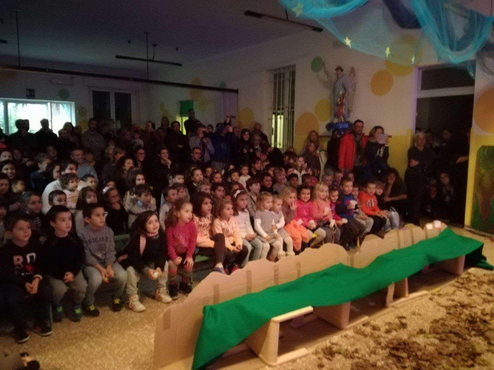 Le foto della festa di Natale 2017 - guarda le foto - Scuola Materna Peschiera Borromeo